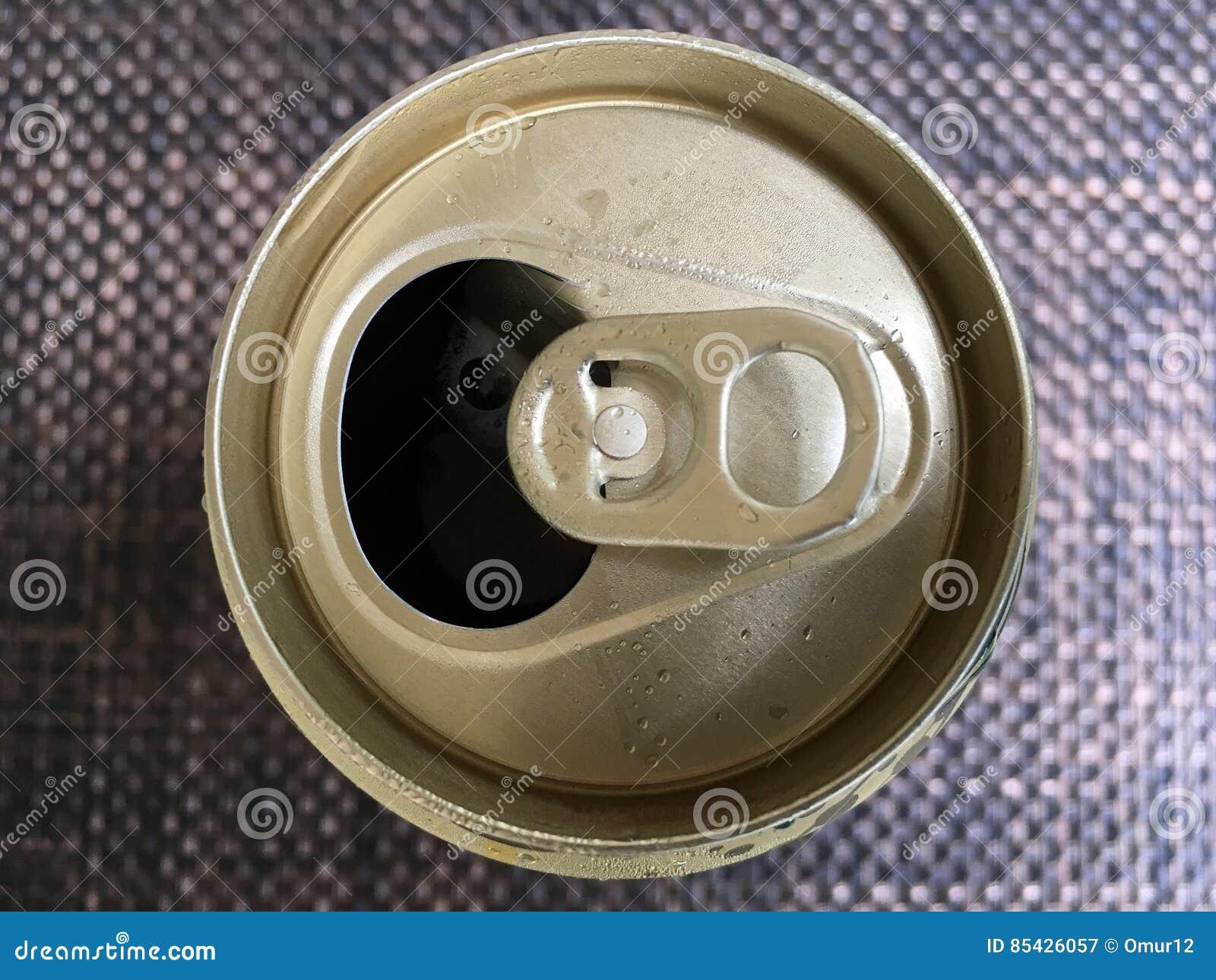 Το αργίλιο μπορεί με μια μακρο φωτογραφία μπύρας