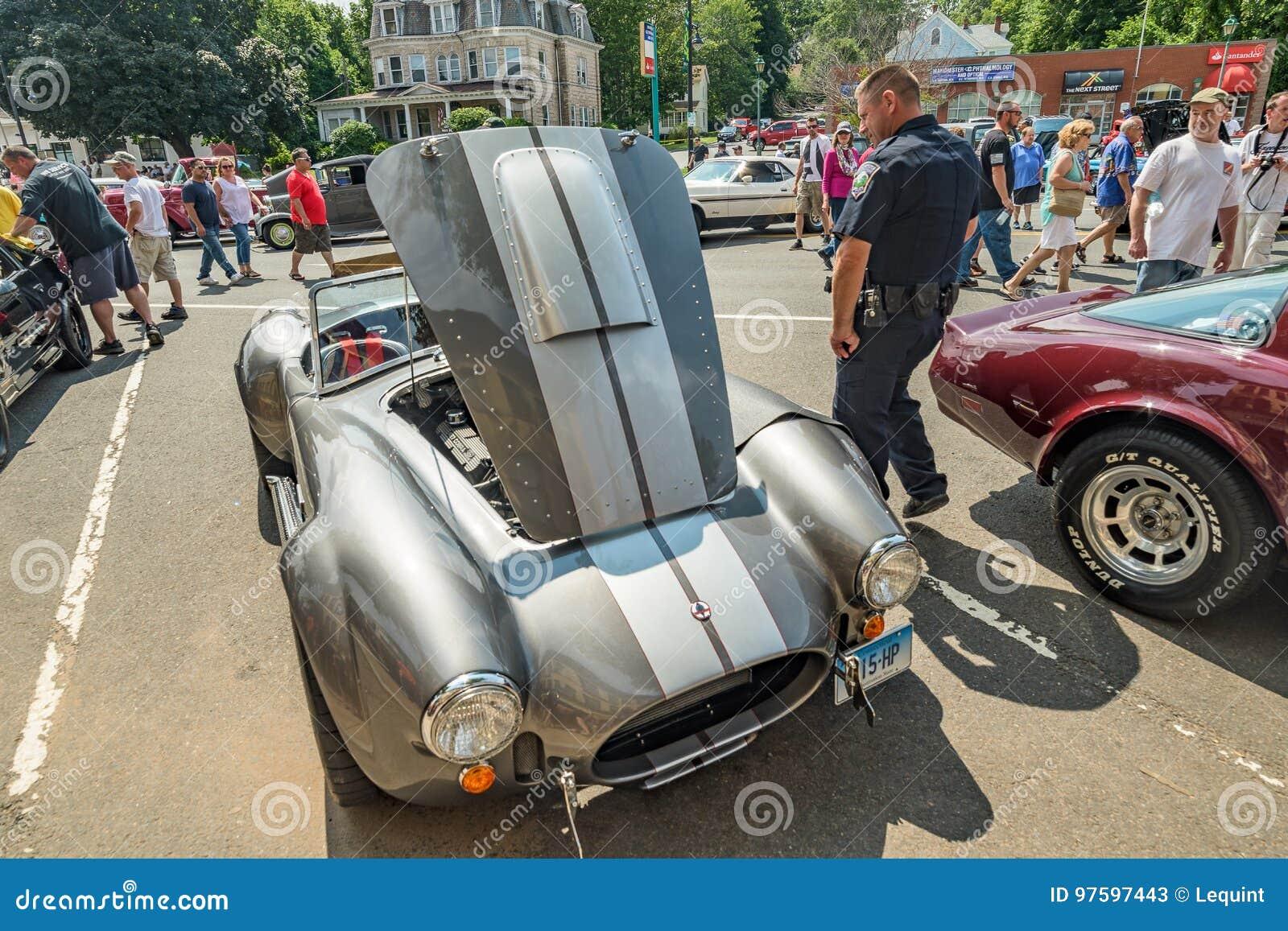 Το αυτοκίνητο παρουσιάζει στο Μάντσεστερ Κοννέκτικατ