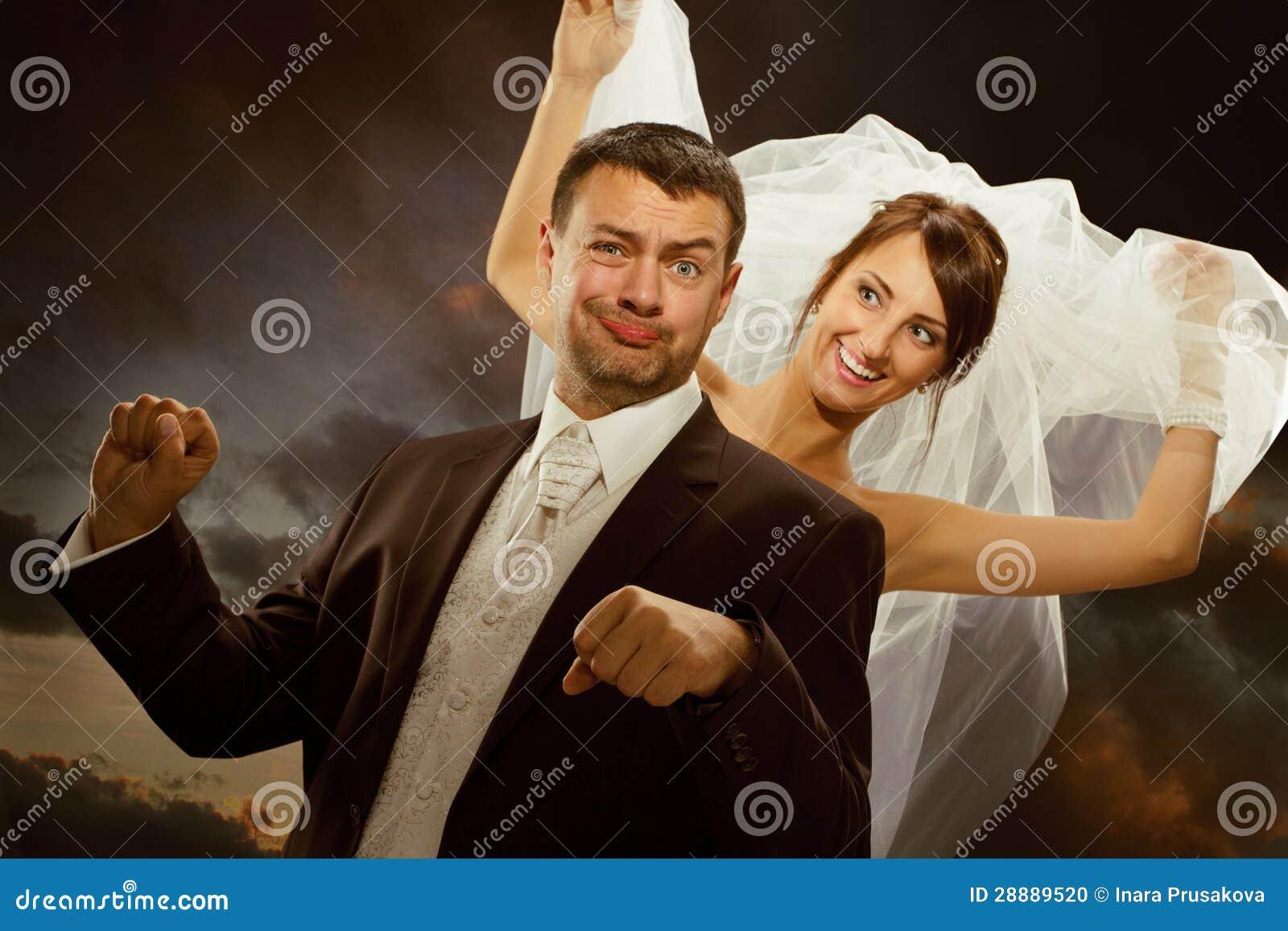 Το γαμήλιο ζεύγος έχει τη διασκέδαση