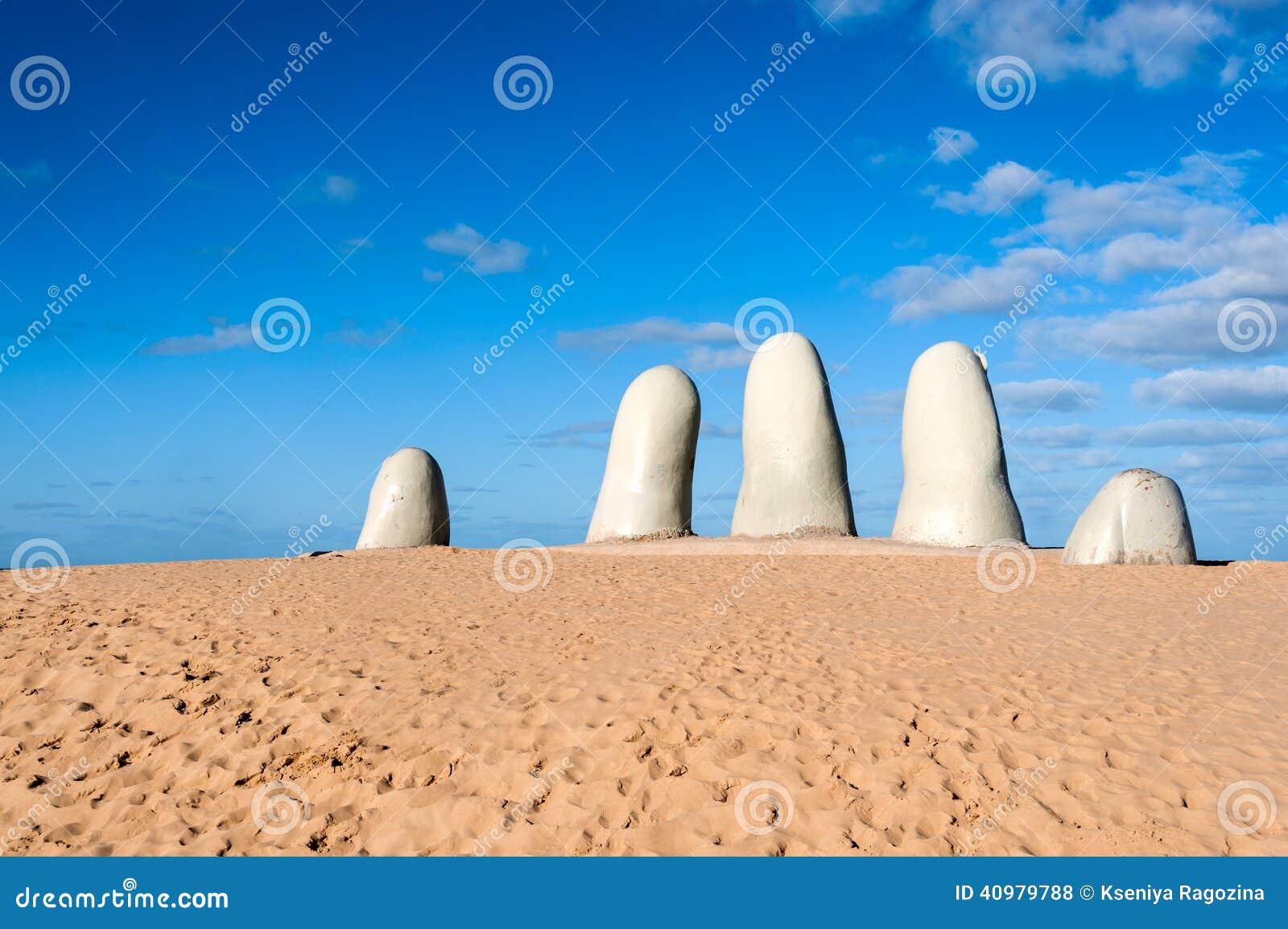 Το γλυπτό χεριών, πόλη Punta del Este, Ουρουγουάη