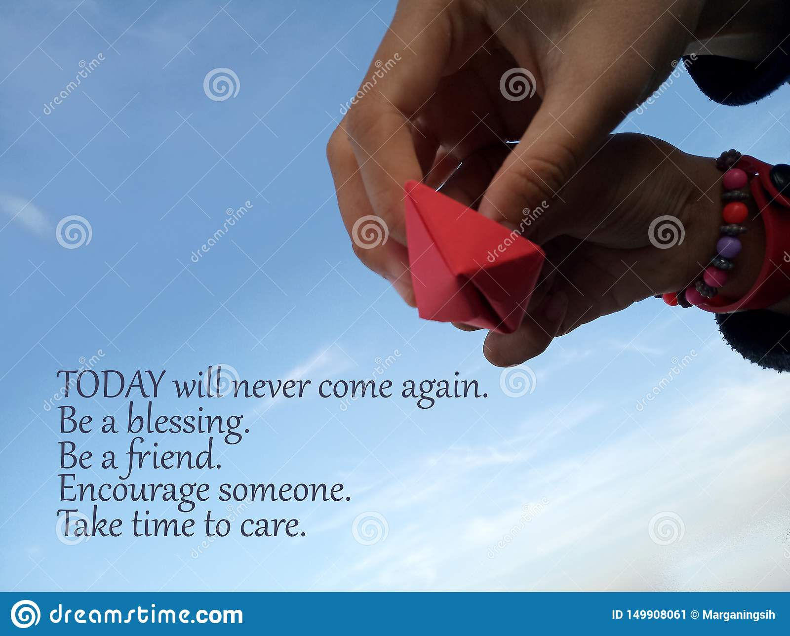 Το εμπνευσμένο απόσπασμα σήμερα δεν θα έρθει ποτέ πάλι Να είστε μια ευλογία Να είστε φίλος Ενθαρρύνετε κάποιο Πάρτε το χρόνο να φ