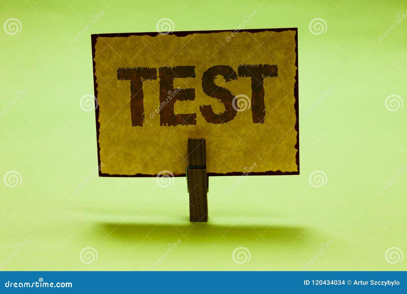 Το εννοιολογικό χέρι που γράφει παρουσιάζοντας στο κείμενο επιχειρησιακών φωτογραφιών δοκιμής ακαδημαϊκή συστημική διαδικασία αξι