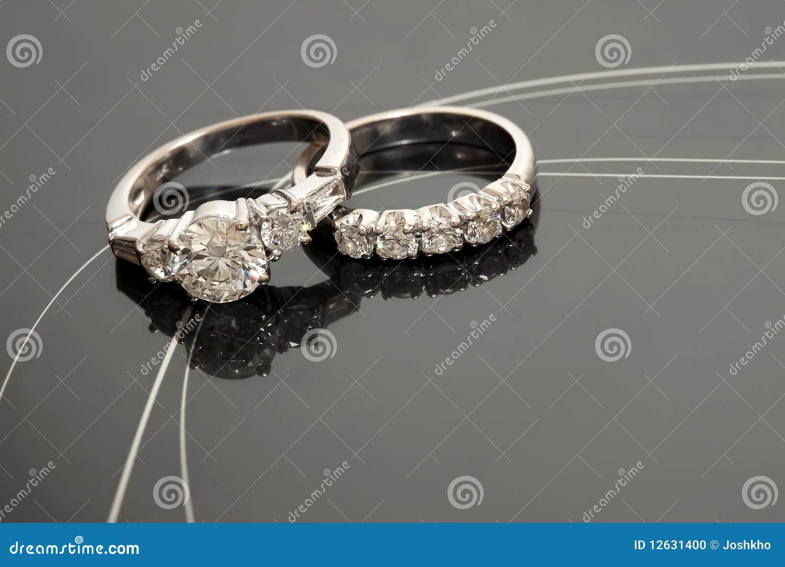 το ζευγάρι χτυπά το γάμο