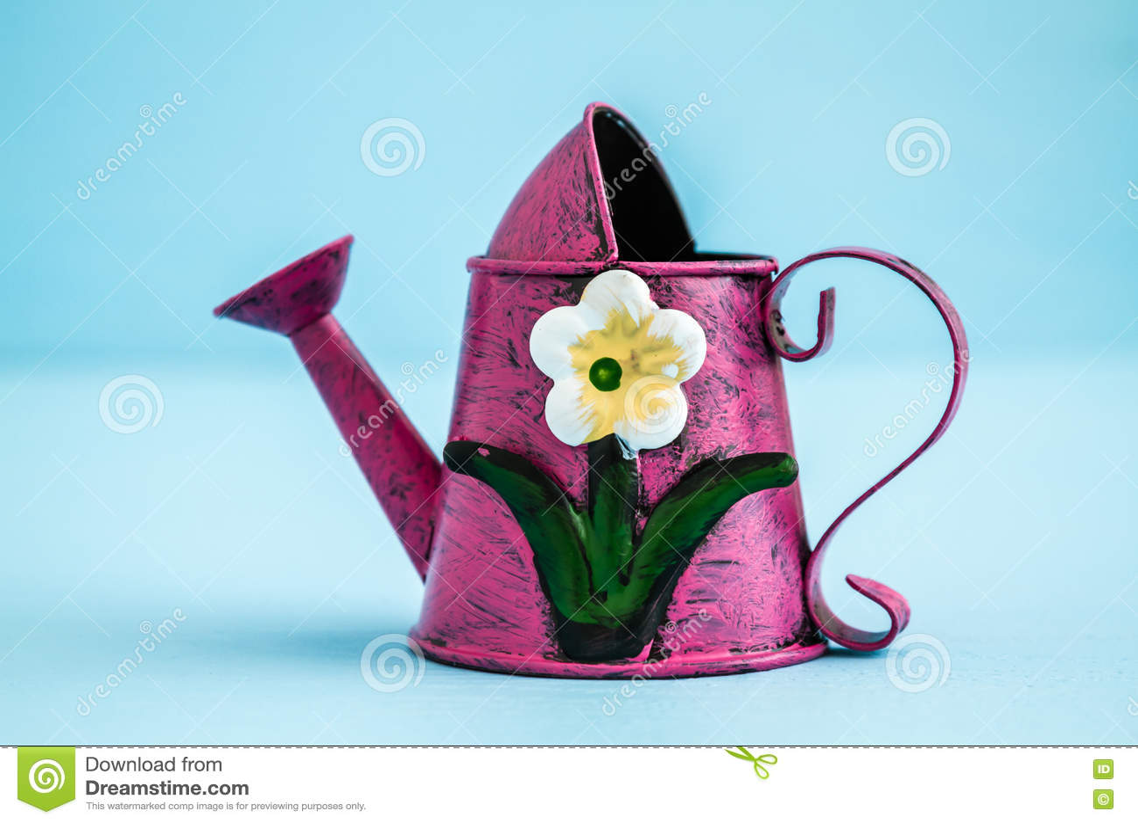 Το ζωηρόχρωμο μεταλλικό πότισμα μπορεί με Floral να σχεδιάσει