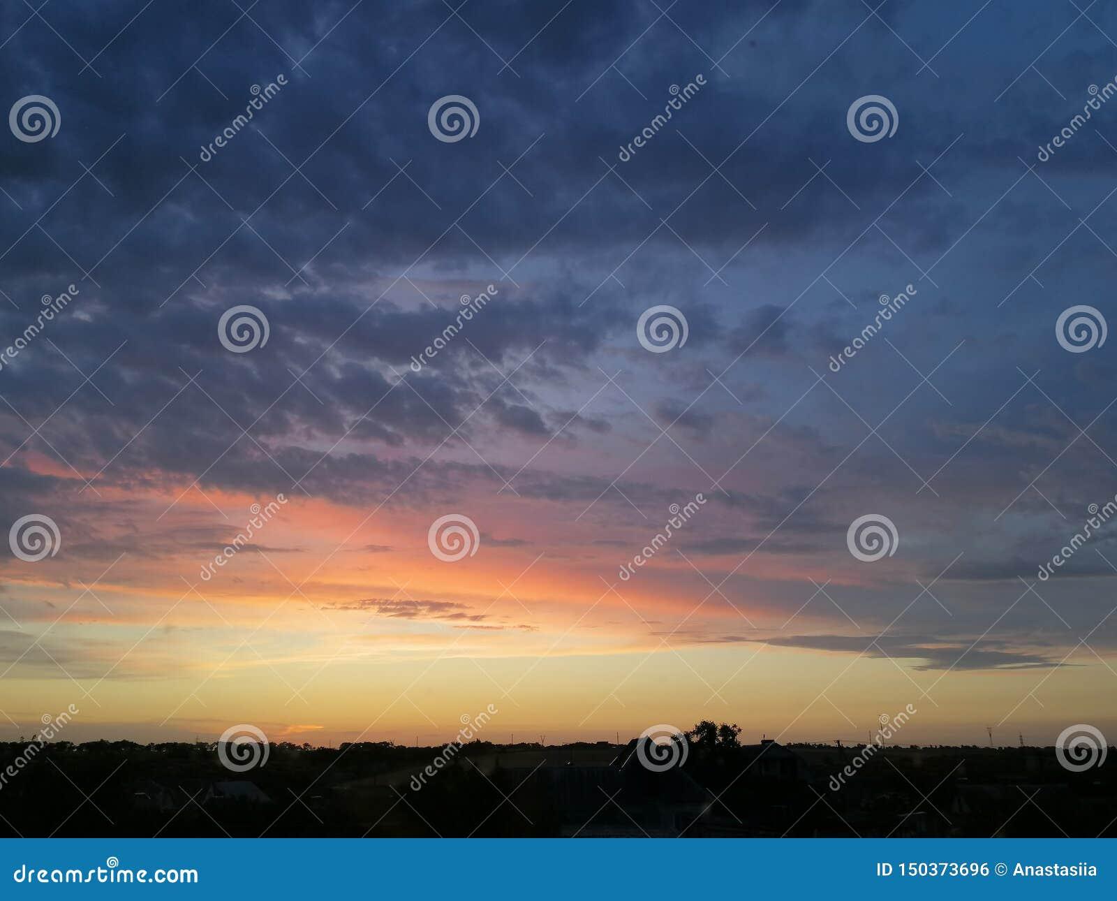 Το ηλιοβασίλεμα είναι το όμορφο