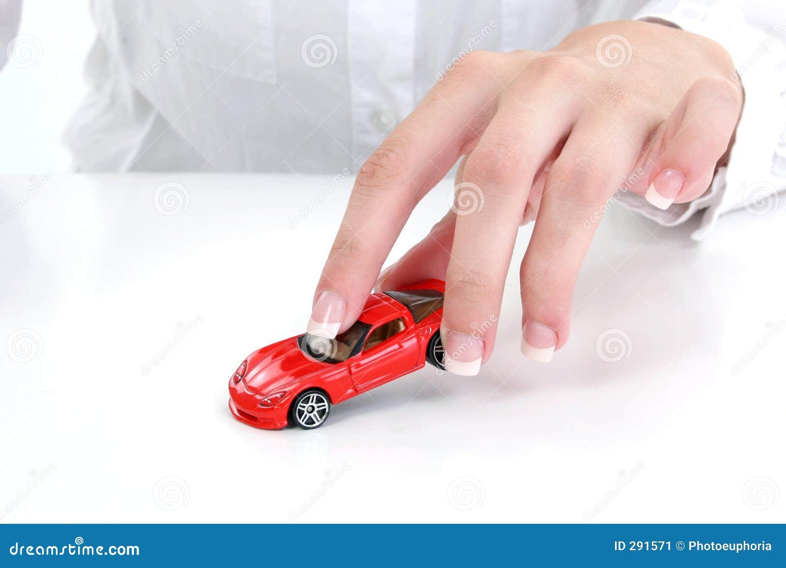 το θηλυκό χέρι αυτοκινήτω
