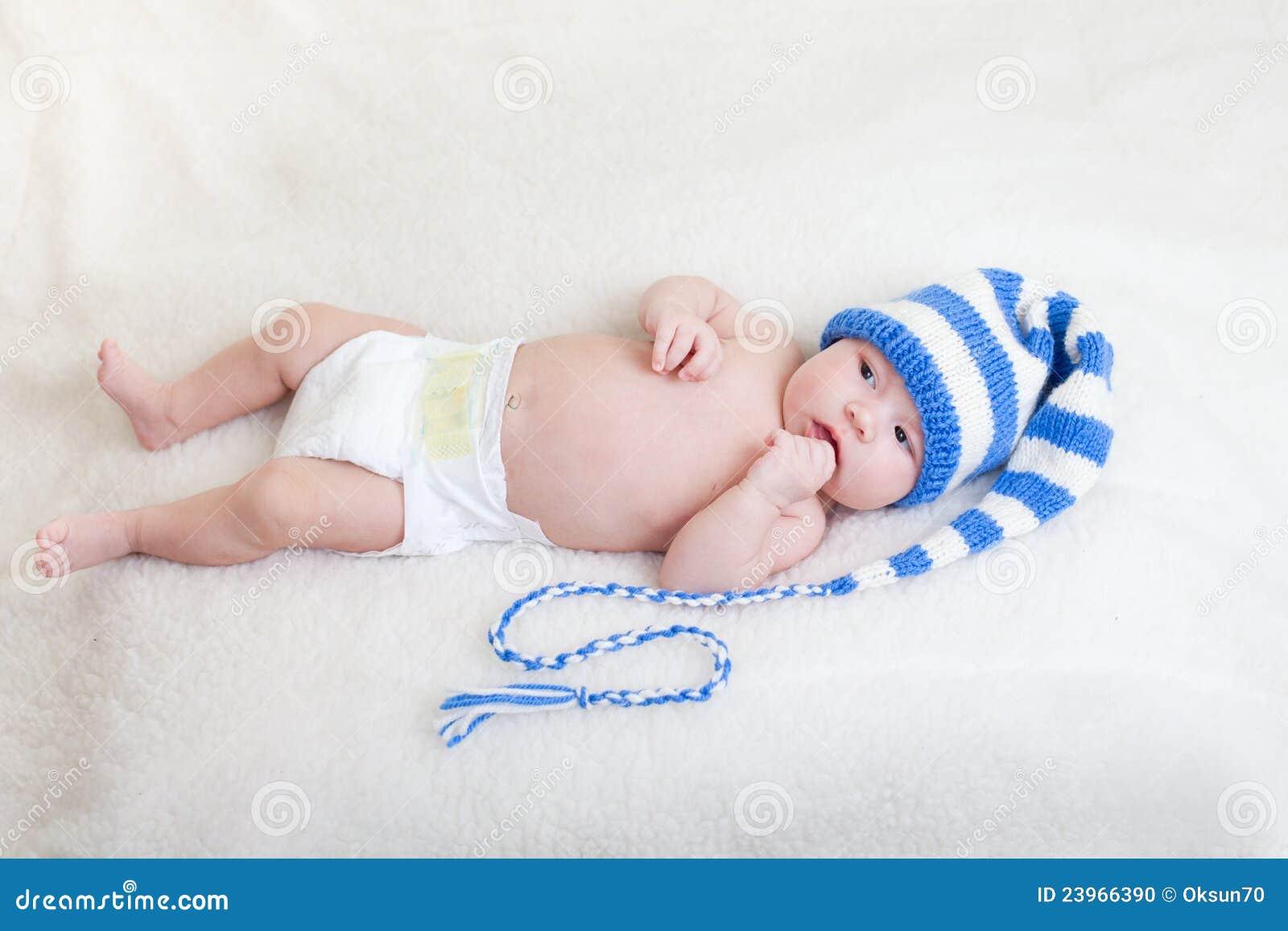 το κάλυμμα μωρών έντυσε αστείο να βρεθεί νηπίων καπέλων