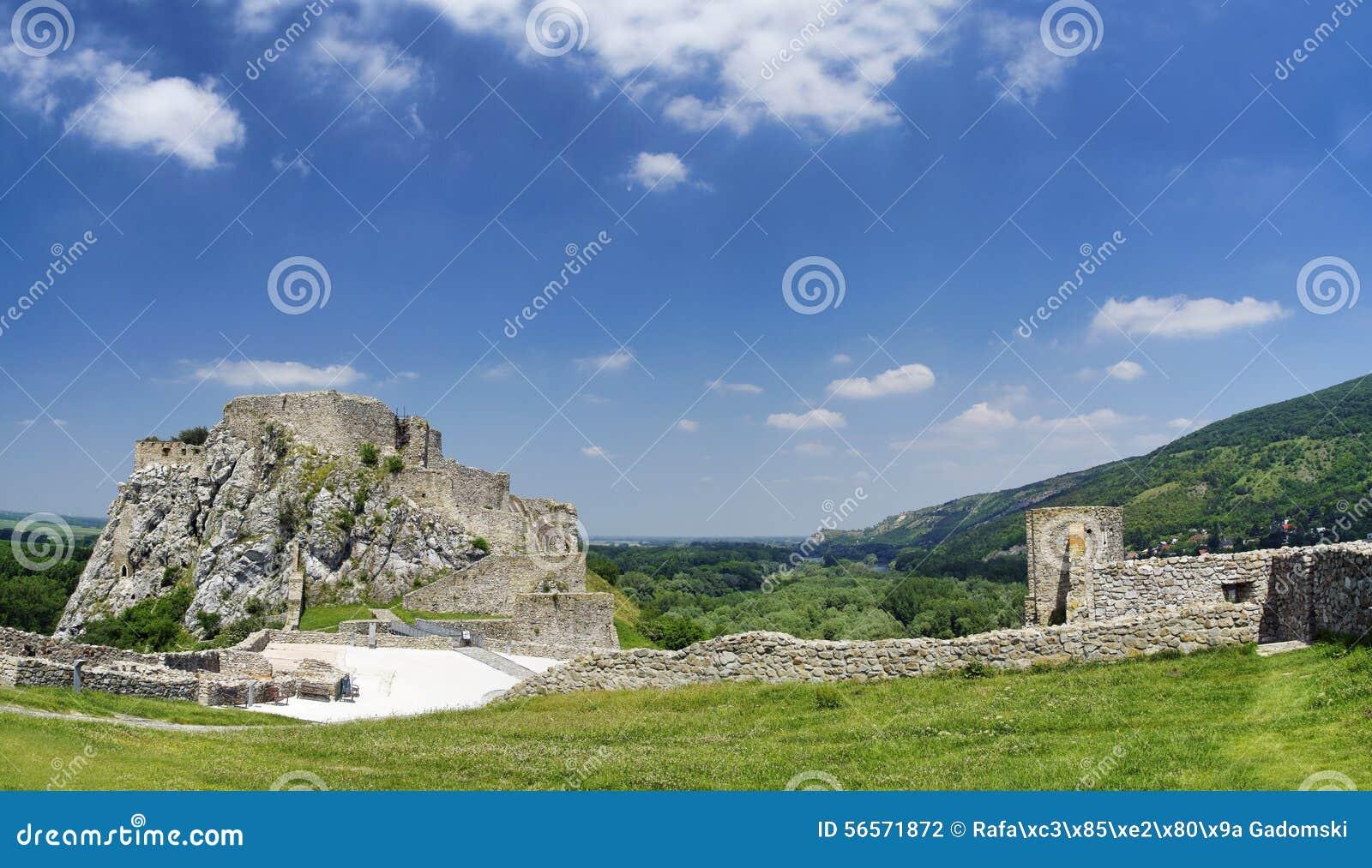 Download Το κάστρο του Devin στοκ εικόνες. εικόνα από πτώση, ιστορικός - 56571872