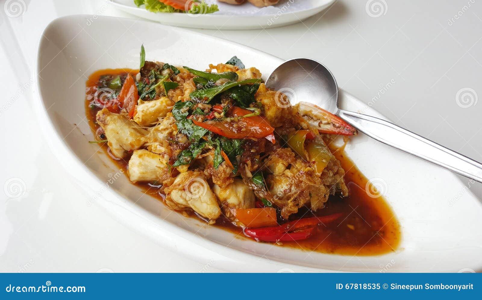Το κρέας καβουριών ανακατώνει τηγανισμένος με την κόλλα τσίλι