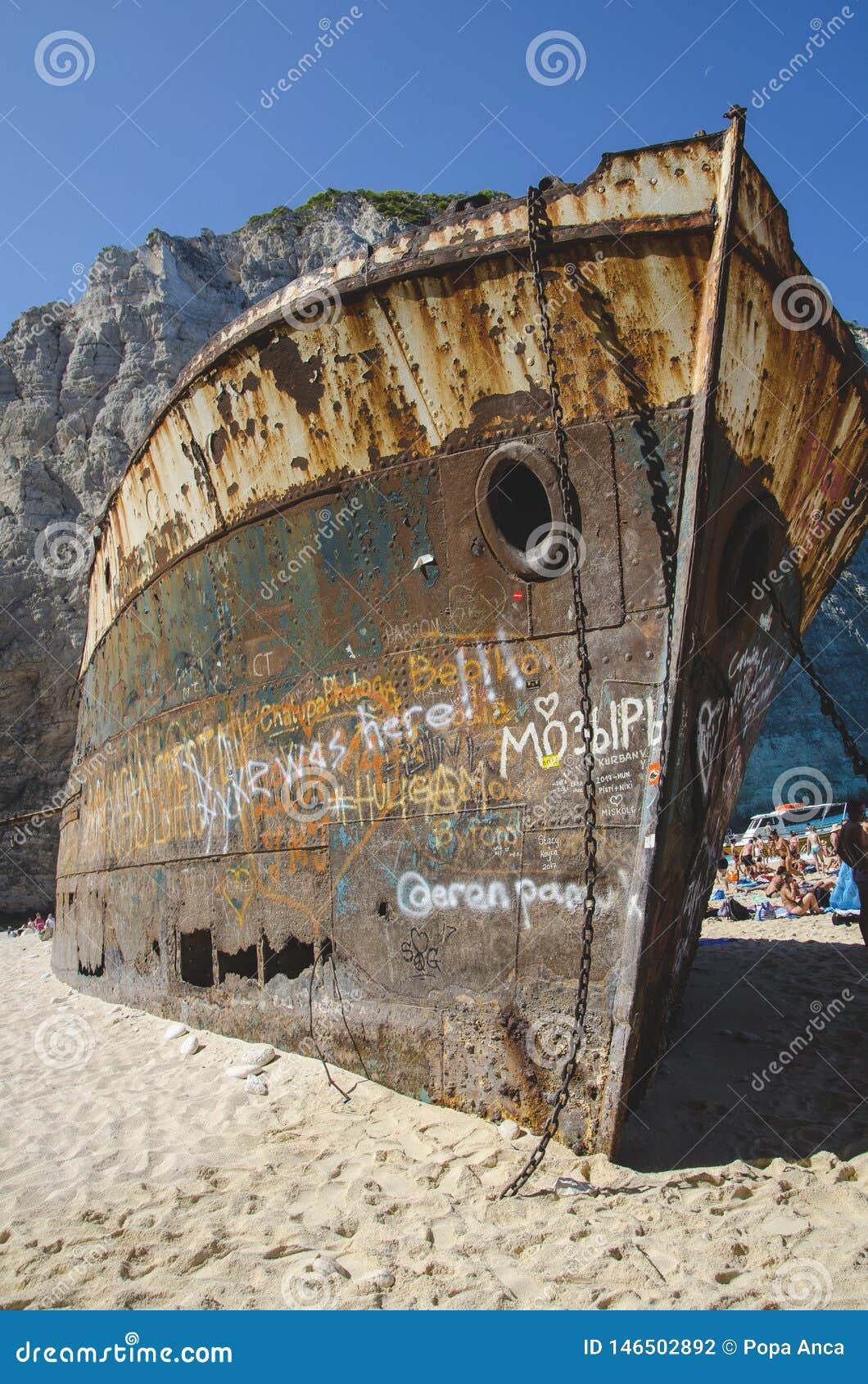Το μέτωπο του σκουριασμένου ναυαγίου Navagio στο νησί της Ζάκυνθου, Ελλάδα