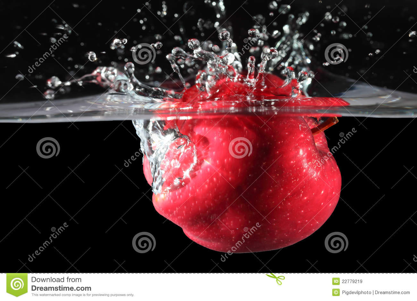 το μήλο έριξε το κόκκινο ύδ&