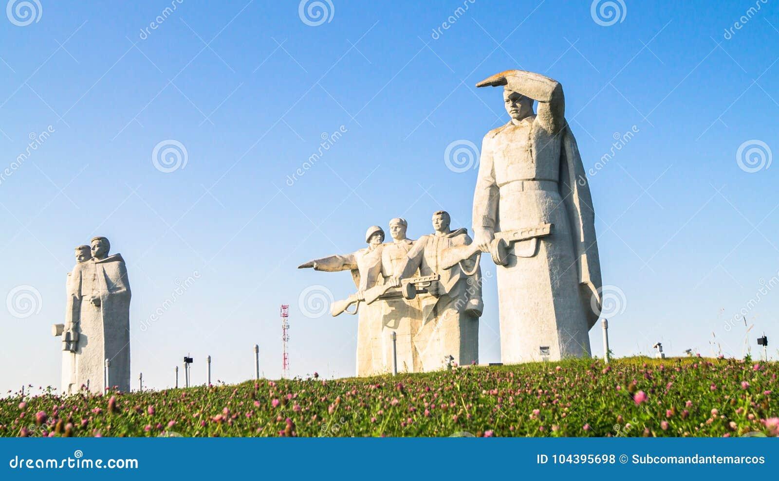 Το μνημείο των λαμπρών ηρώων του τμήματος Panfilov, νικημένοι φασίστες στη Μόσχα μάχεται, Dubosekovo, περιοχή της Μόσχας, της Ρωσ