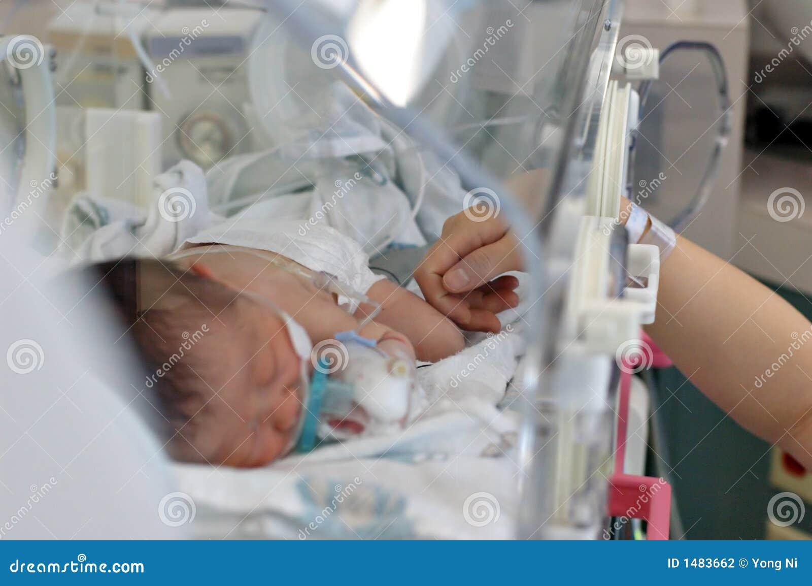 το μωρό αισθάνεται την αγάπ&et