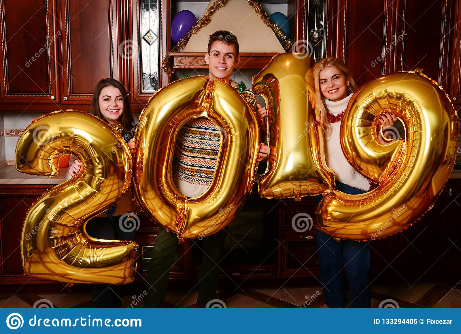 Το νέο έτος του 2019 έρχεται Ομάδα εύθυμης μεταφοράς νέων
