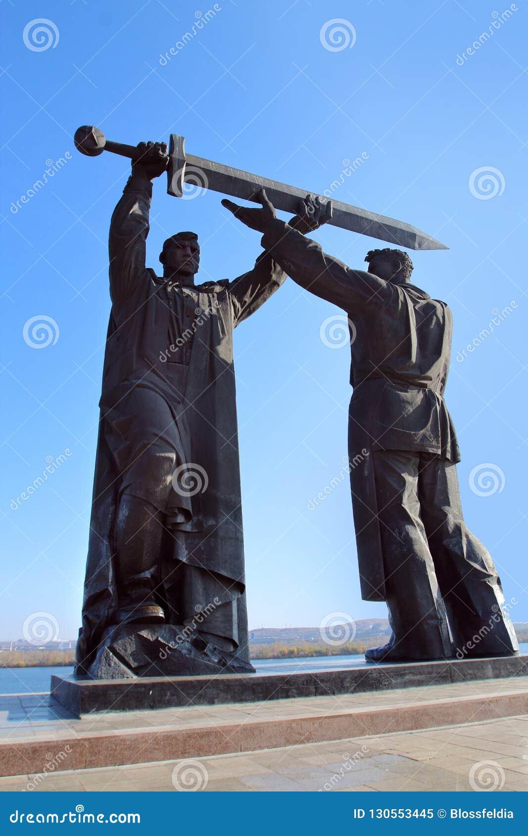 Το οπίσθιος-μπροστινό μνημείο στην πόλη Magnitogorsk, Ρωσία