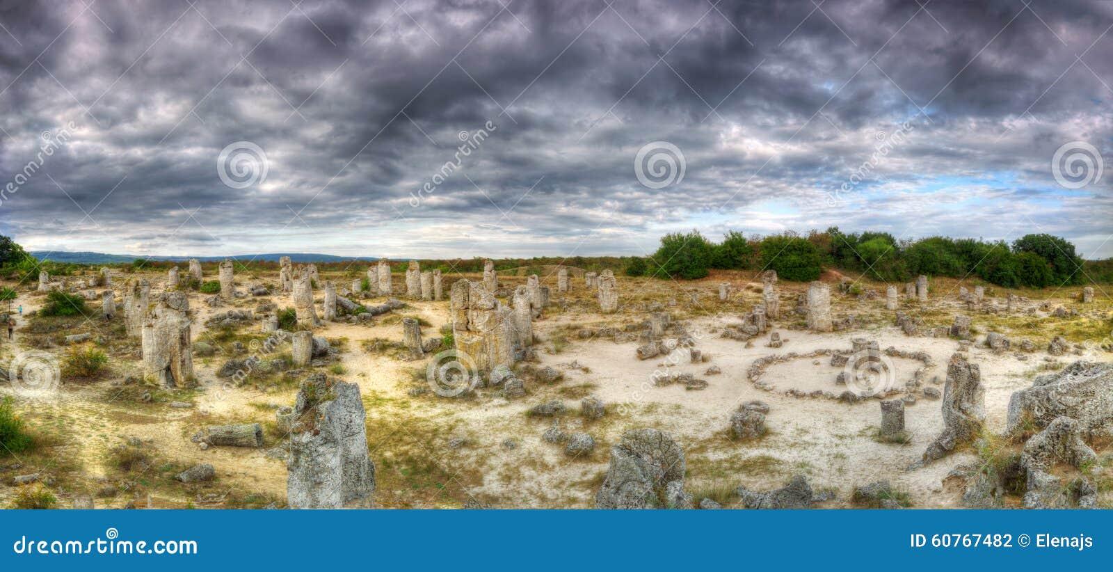 Το πέτρινο δάσος ή ο Stone εγκαταλείπει το /Pobiti kamani/κοντά στη Βάρνα, Βουλγαρία - πανόραμα