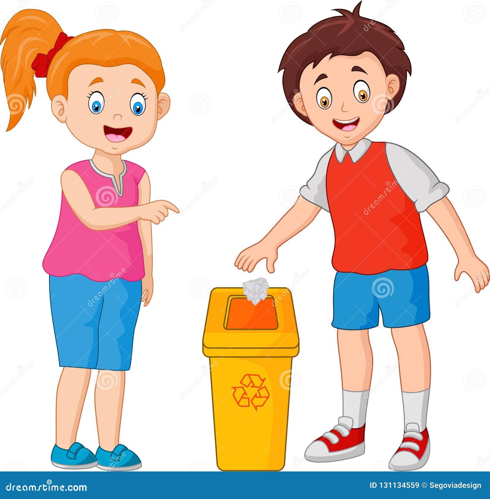 Το παιδί ρίχνει τα απορρίματα στα απορρίμματα
