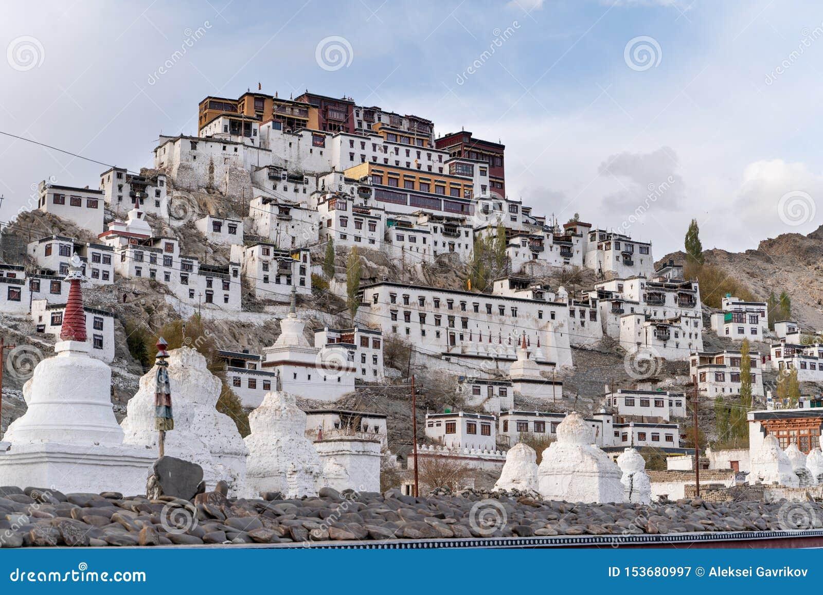 Το παλαιό μοναστήρι Thiksay στο μικρό χωριό Theksey