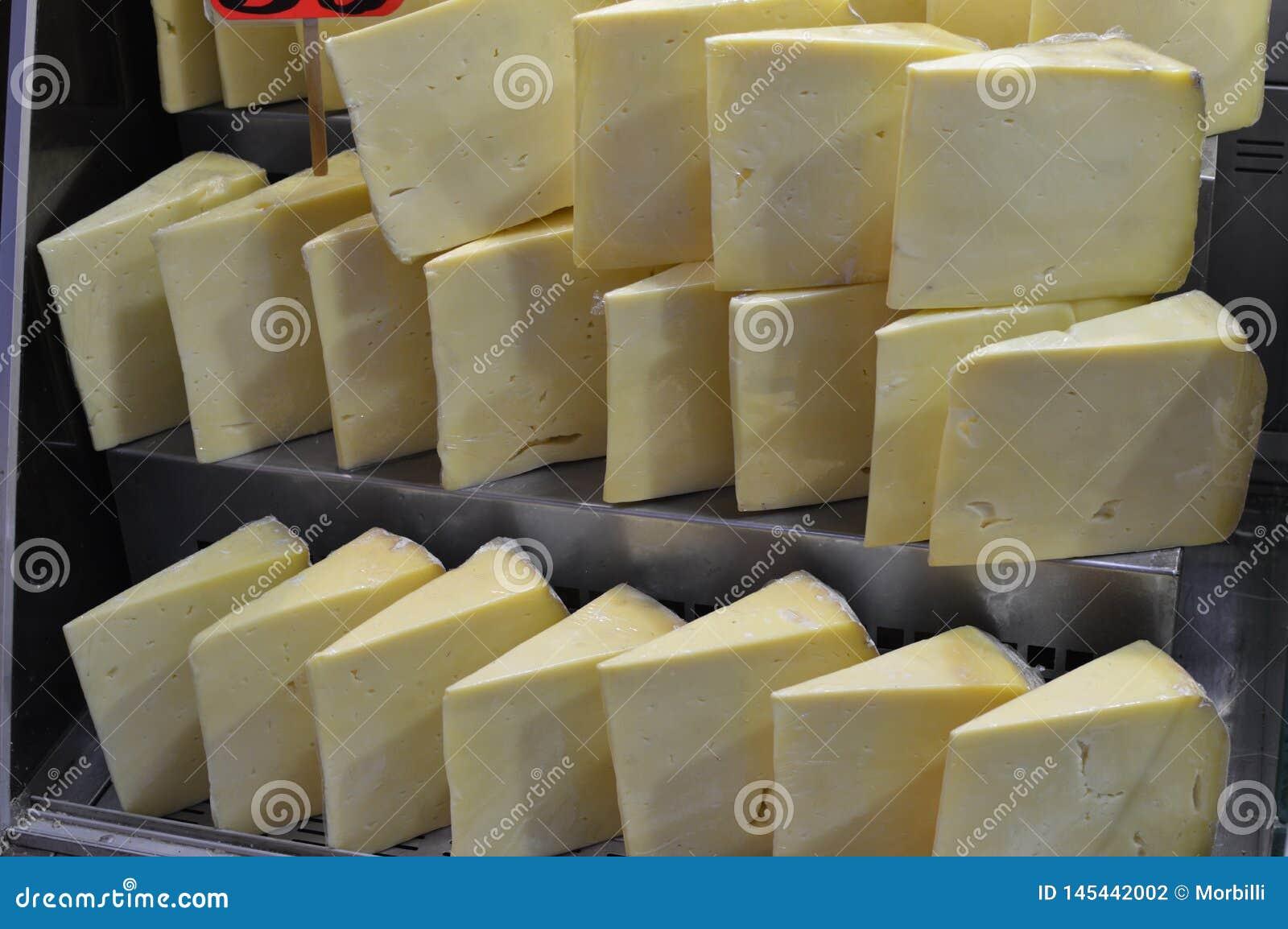 Το παραδοσιακό τουρκικό τυρί για την πώληση, κλείνει επάνω