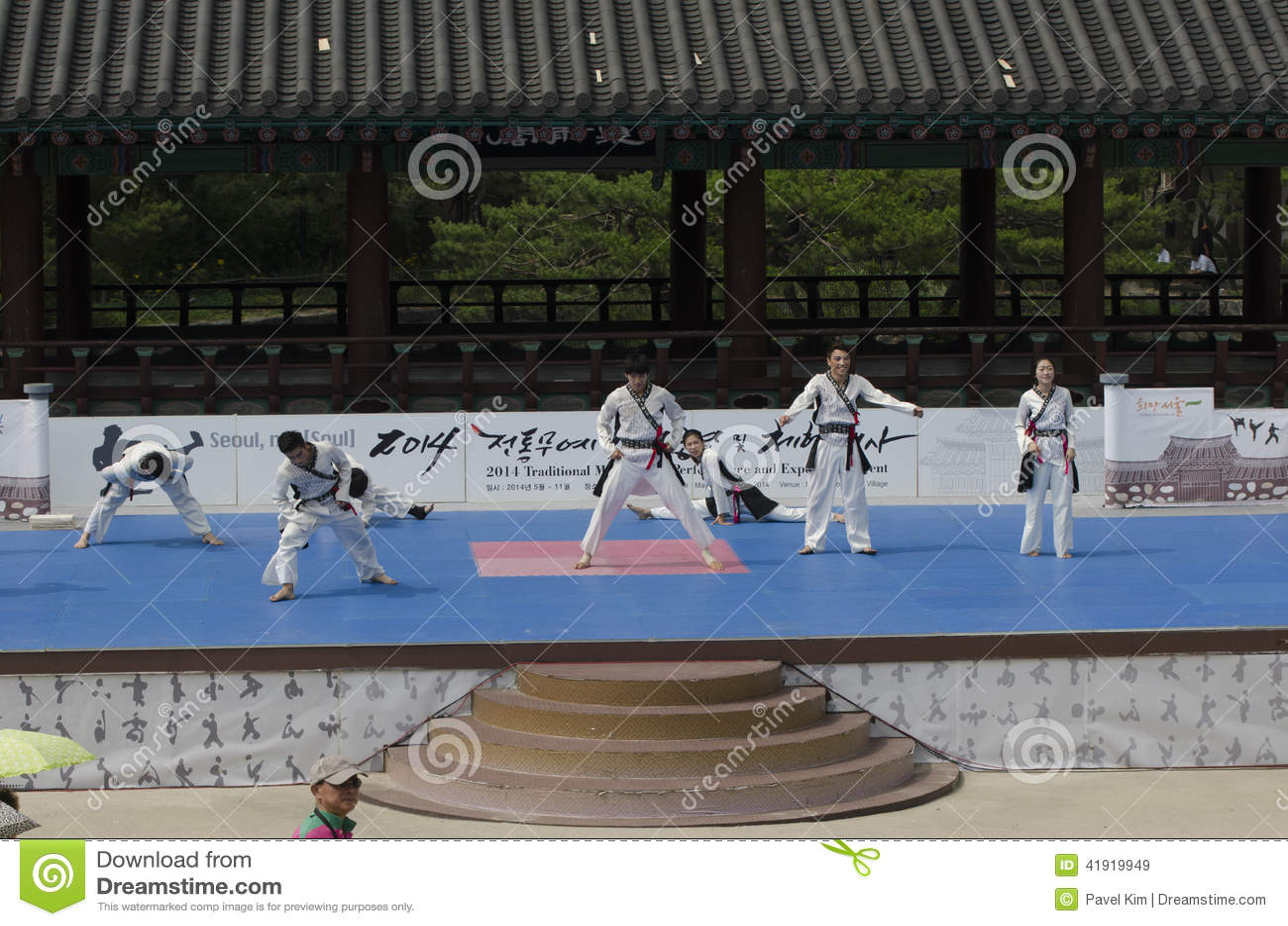 Το παραδοσιακό κορεατικό γεγονός απόδοσης και εμπειρίας πολεμικής τέχνης παρουσιάζει
