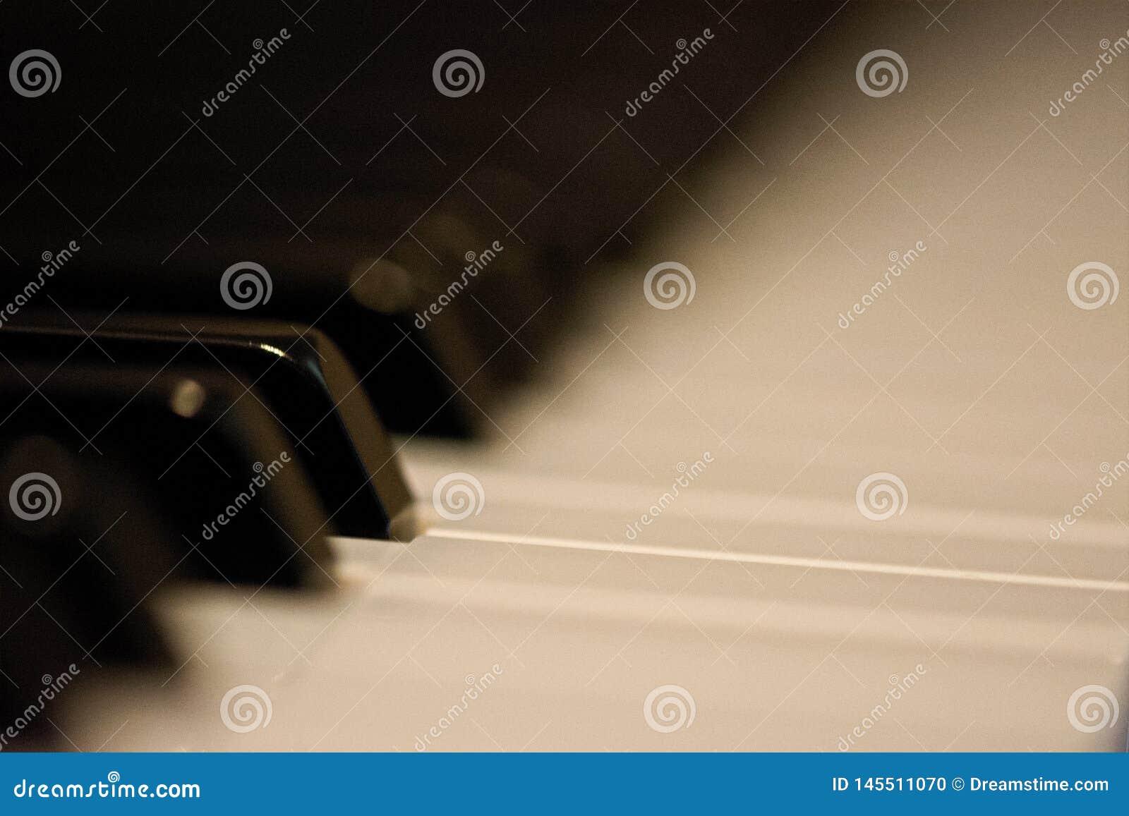 Το πιάνο κουμπώνει δίπλα-δίπλα