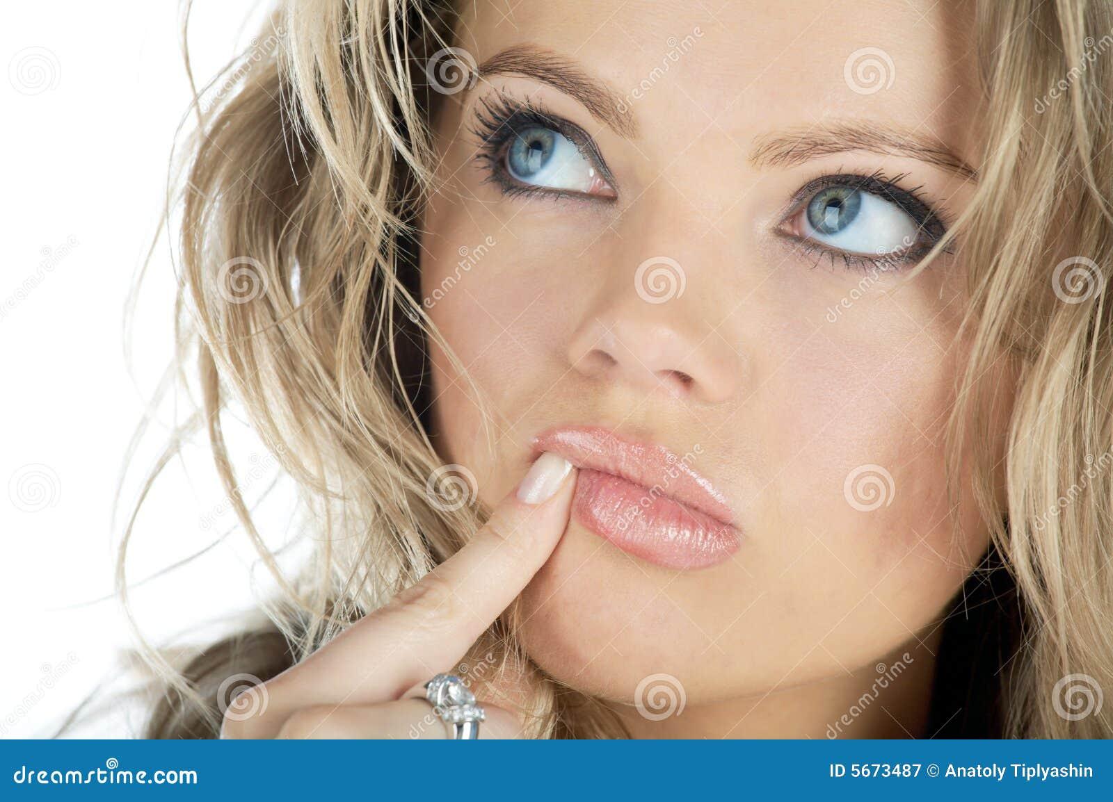 το πρόσωπο σκέφτεται τη γυναίκα