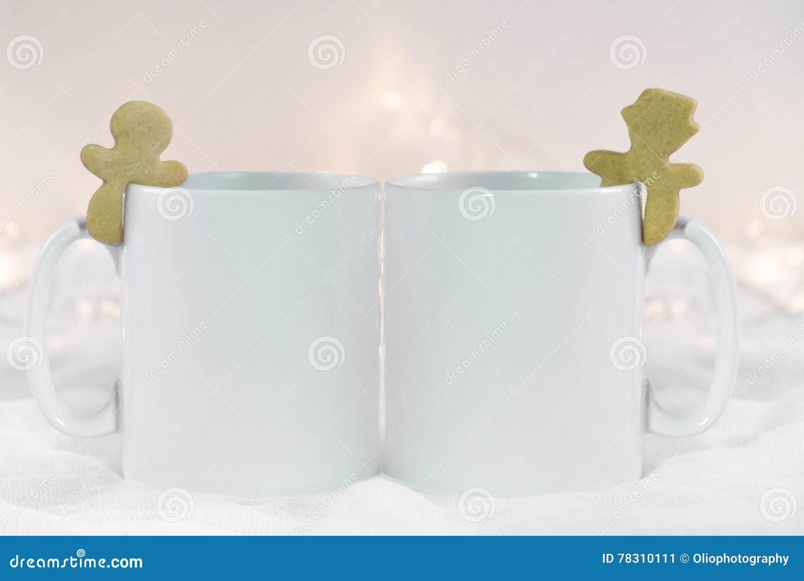 d8b255d3bfa6 Η χλεύη Χριστουγέννων όρισε επάνω την εικόνα προϊόντων αποθεμάτων, σκηνή  Χριστουγέννων με δύο άσπρες κενές κούπες καφέ προς τις οποίες μπορείτε να  ...