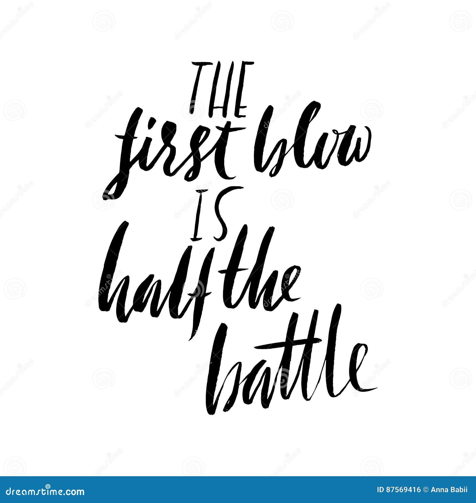 Το πρώτο χτύπημα είναι η μισή μάχη Συρμένη χέρι παροιμία εγγραφής Διανυσματικό σχέδιο τυπογραφίας Χειρόγραφη επιγραφή