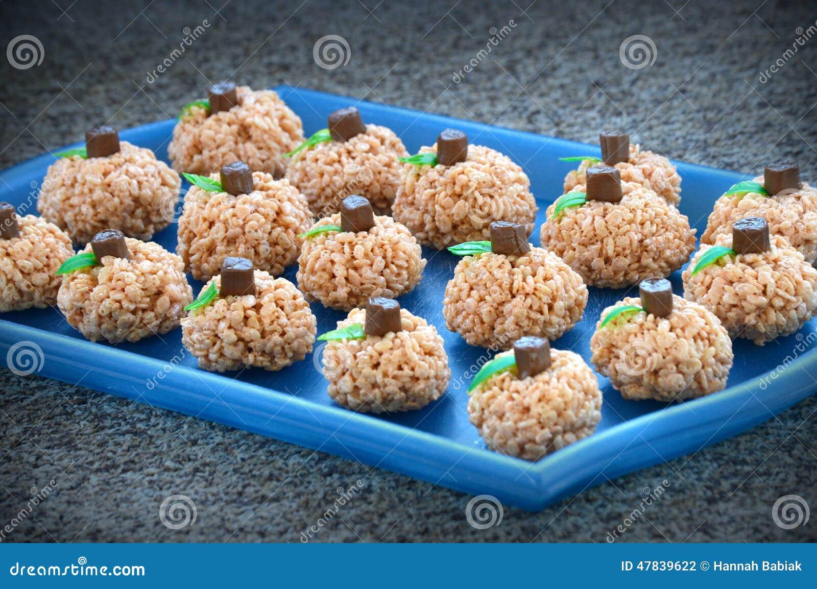 Το ρύζι Krispie κολοκύθας μεταχειρίζεται