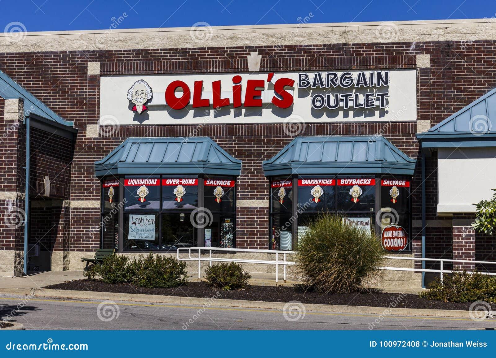 Το Σεπτέμβριο του 2017 της Ινδιανάπολης - Circa: Έξοδος συμφωνίας Ollie ` s Το Ollie ` s φέρνει ένα ευρύ φάσμα των εμπορευμάτων Β