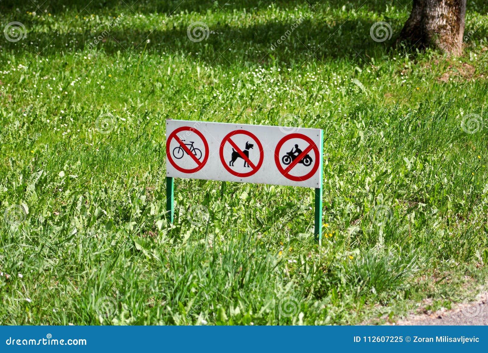 Το σημάδι κυκλοφορίας/τα σημάδια ή το σύμβολο καμίας αποβλήτου σκυλιών κατοικίδιων ζώων, ποδηλάτου και μοτοσικλέτας δεν επιτρέπον