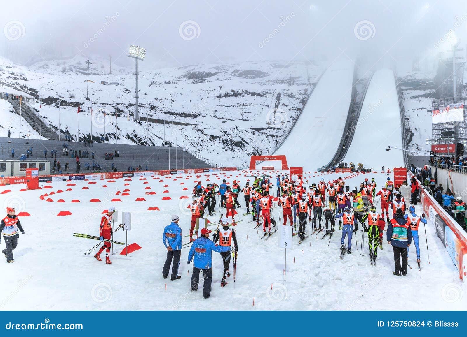 Το σκι που πηδά στους 2014 χειμερινούς Ολυμπιακούς Αγώνες κρατήθηκε στο πηδώντας κέντρο RusSki Gorki Οι σκανδιναβικοί συνδυασμένο