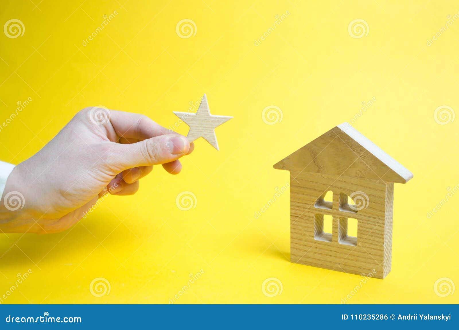Το σπίτι παίρνει έναν αστερίσκο ενός σημαδιού της διαφοράς Άνοδος