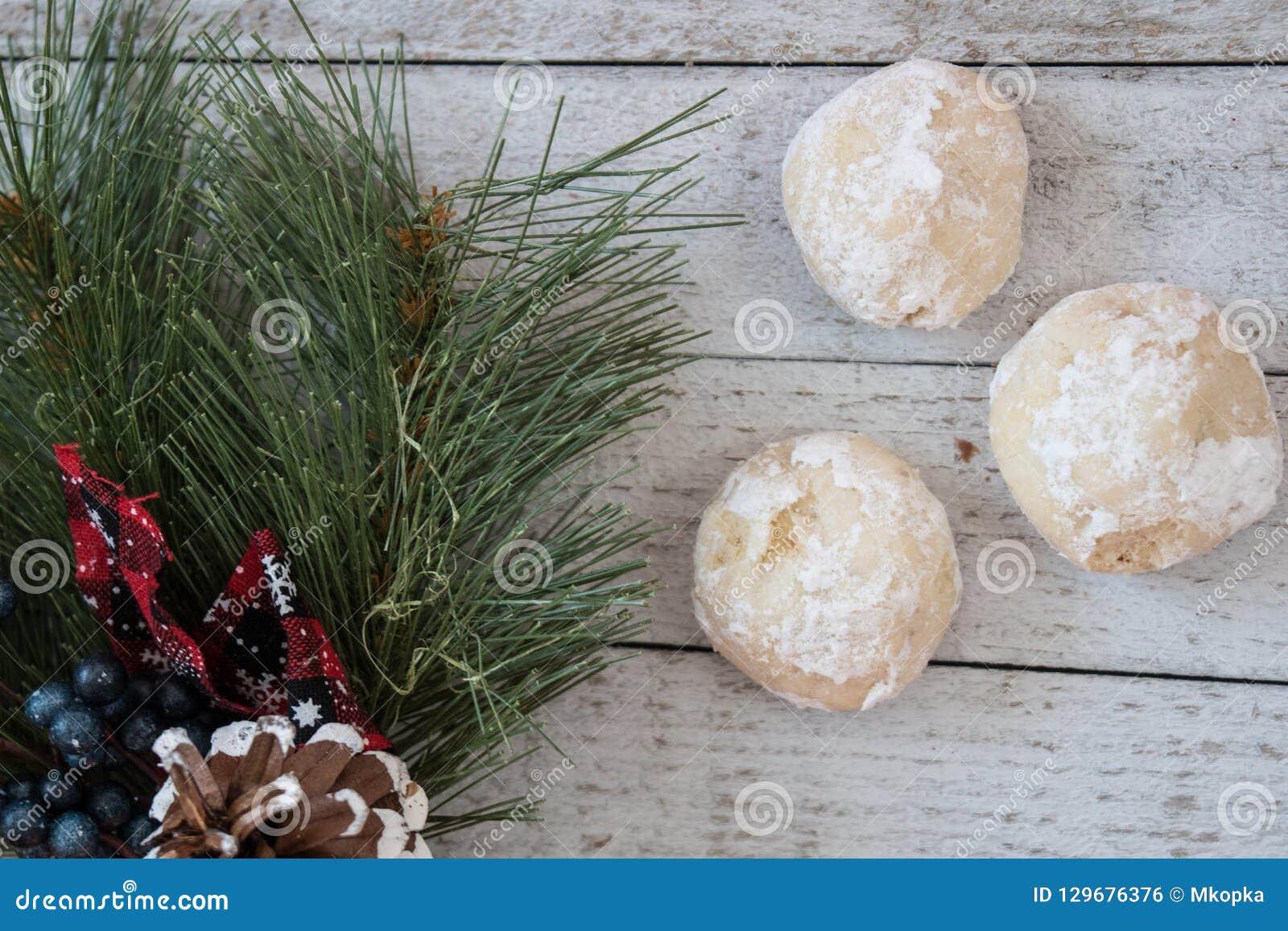 Το σπιτικό ρωσικό τσάι συσσωματώνει επίσης γνωστός ως μεξικάνικα γαμήλια μπισκότα, υπόβαθρο Χριστουγέννων