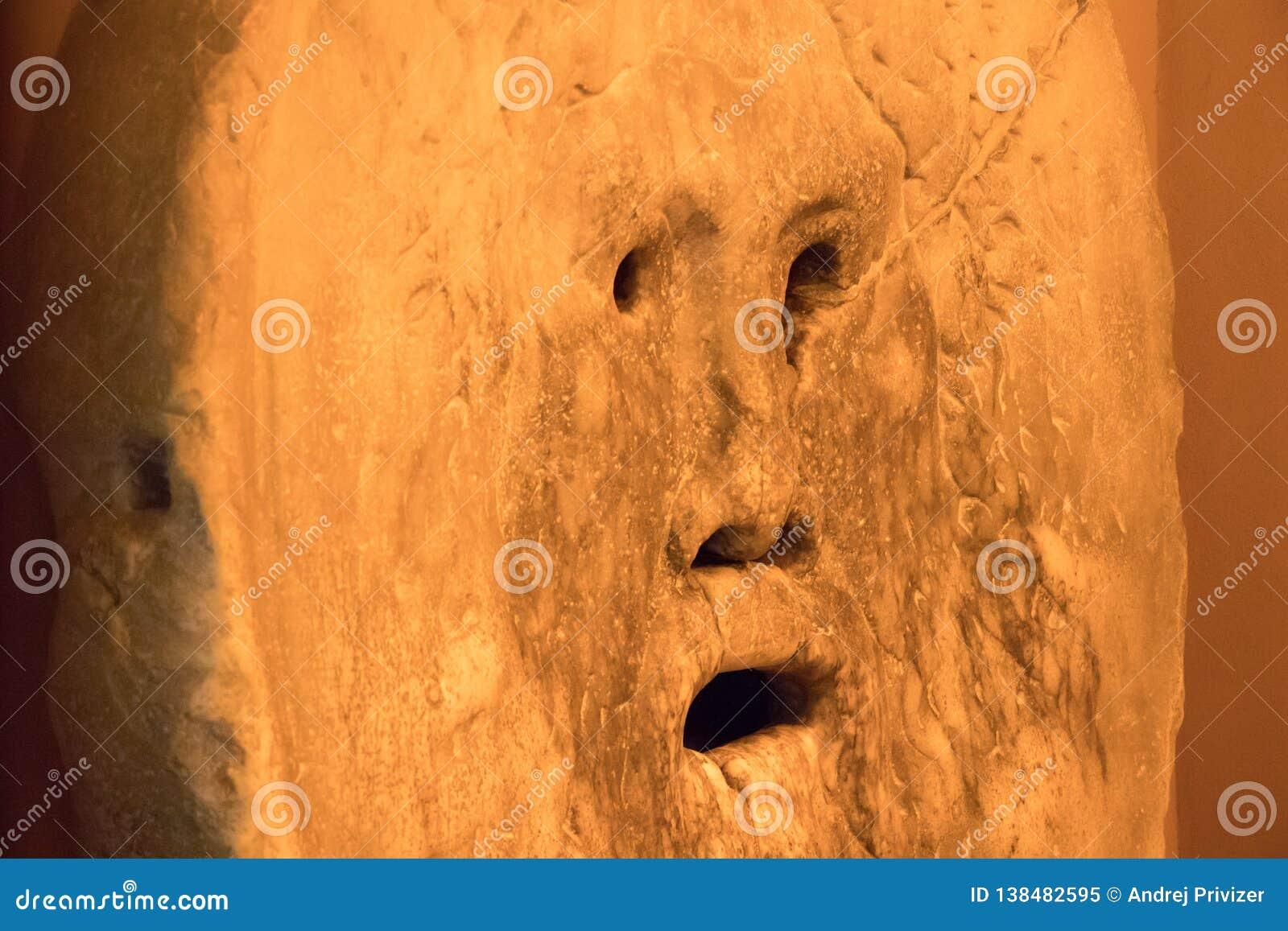 Το στόμα της αλήθειας είναι μια μαρμάρινη μάσκα στη Ρώμη