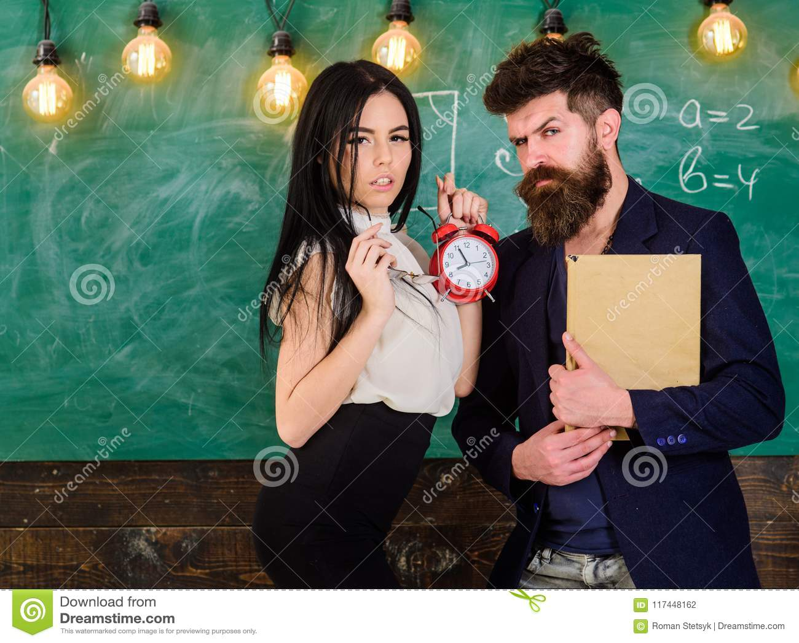 Το σχολείο κυβερνά την έννοια Γυναικείος δάσκαλος και ακριβής schoolmaster προσοχή για την πειθαρχία και κανόνες στο σχολείο άτομ