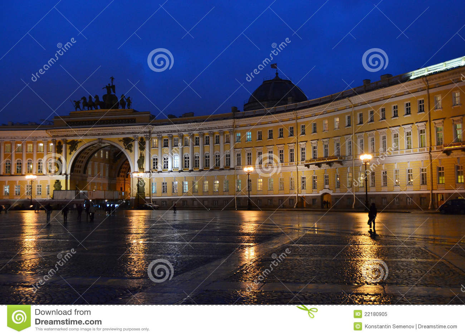 Το τετράγωνο παλατιών στο ST Πετρούπολη τη νύχτα