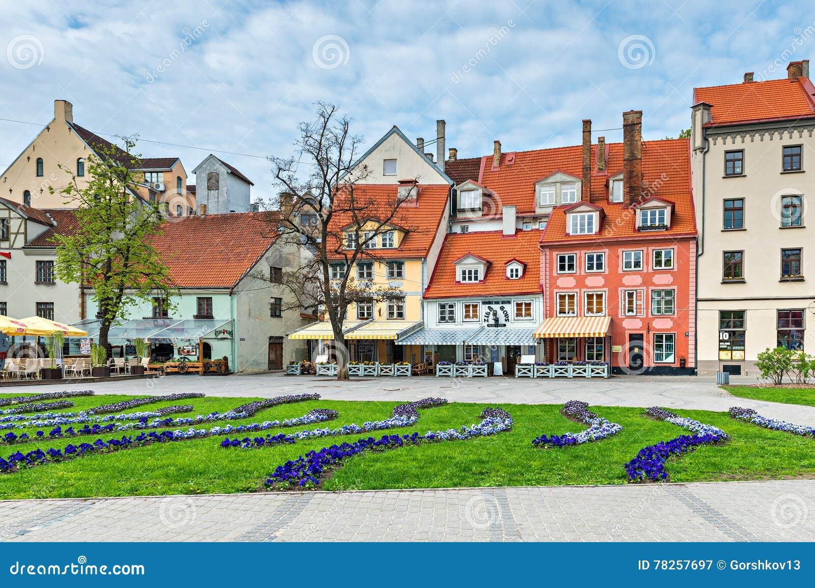 Το τετράγωνο Livu είναι το κέντρο Riga& x27 νεανική ζωή του s