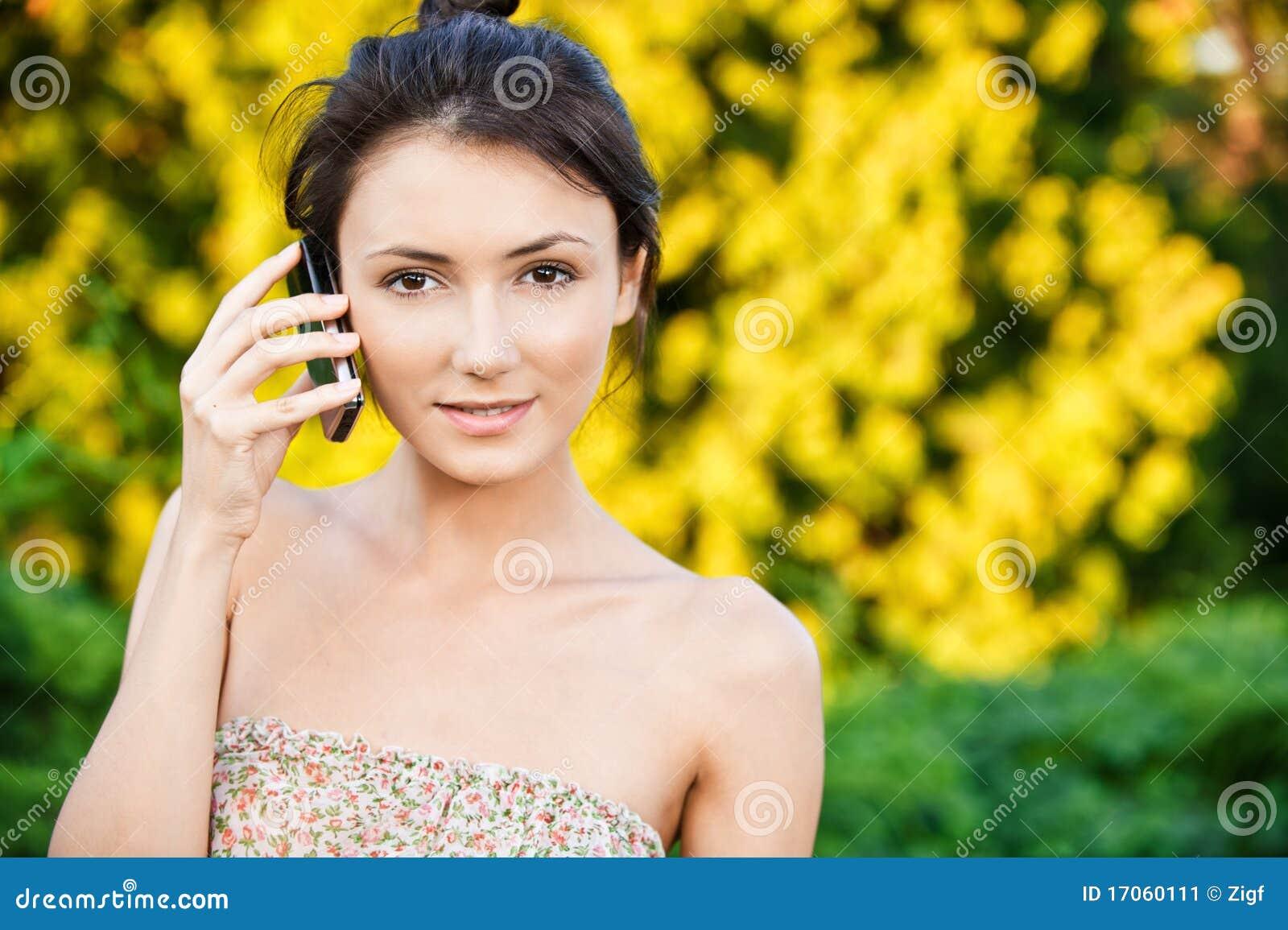 το τηλέφωνο κοριτσιών μιλά