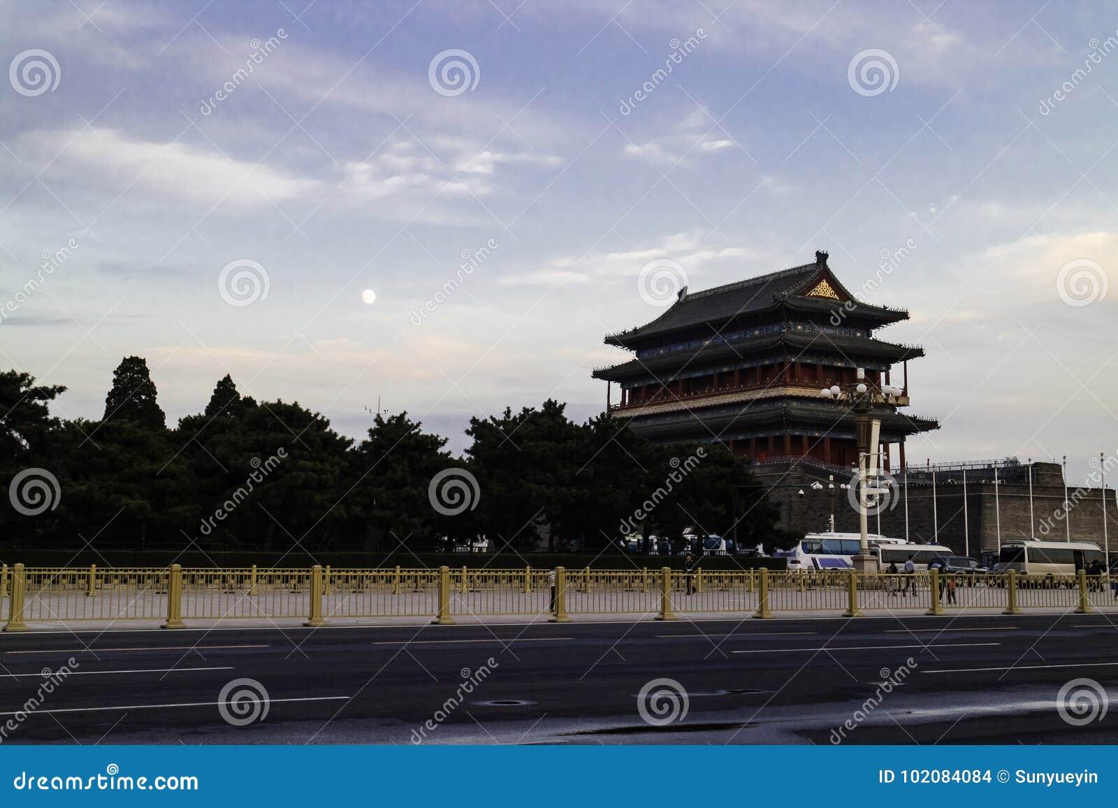 Το φεγγάρι στην πύλη Zhengyang