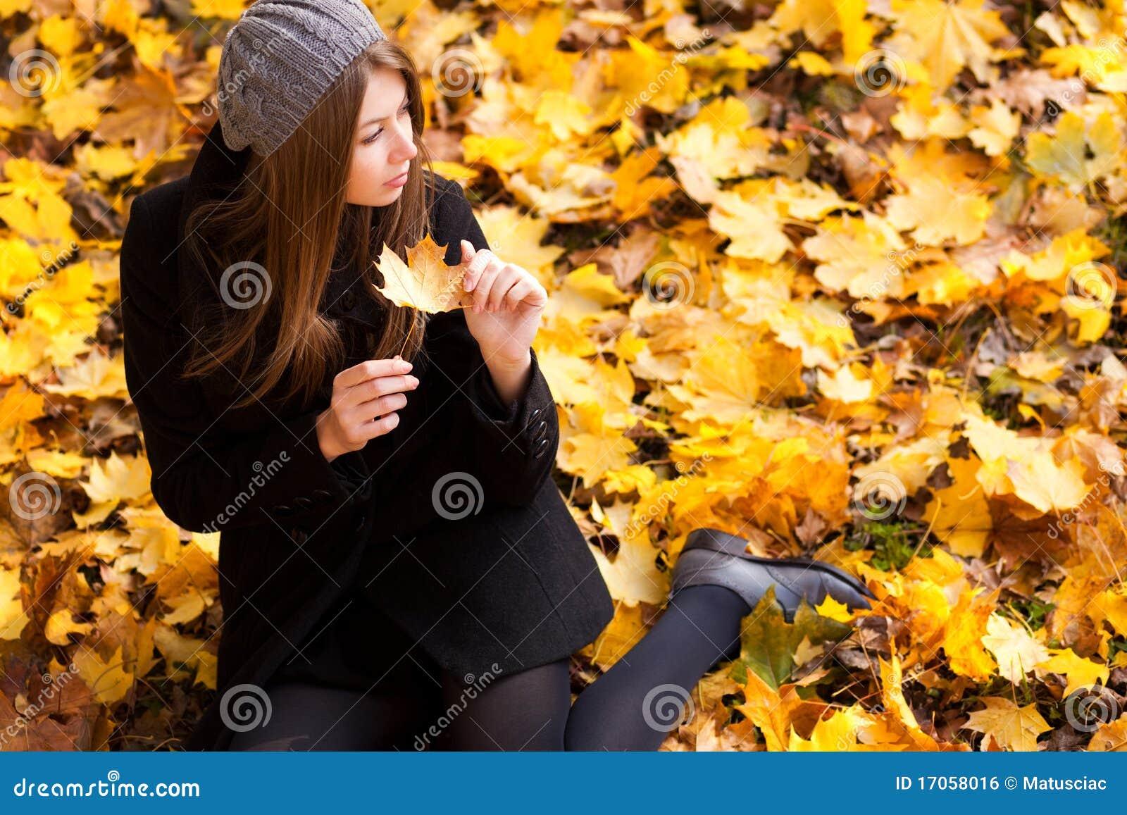 το φθινόπωρο χρωματίζει τ&iota