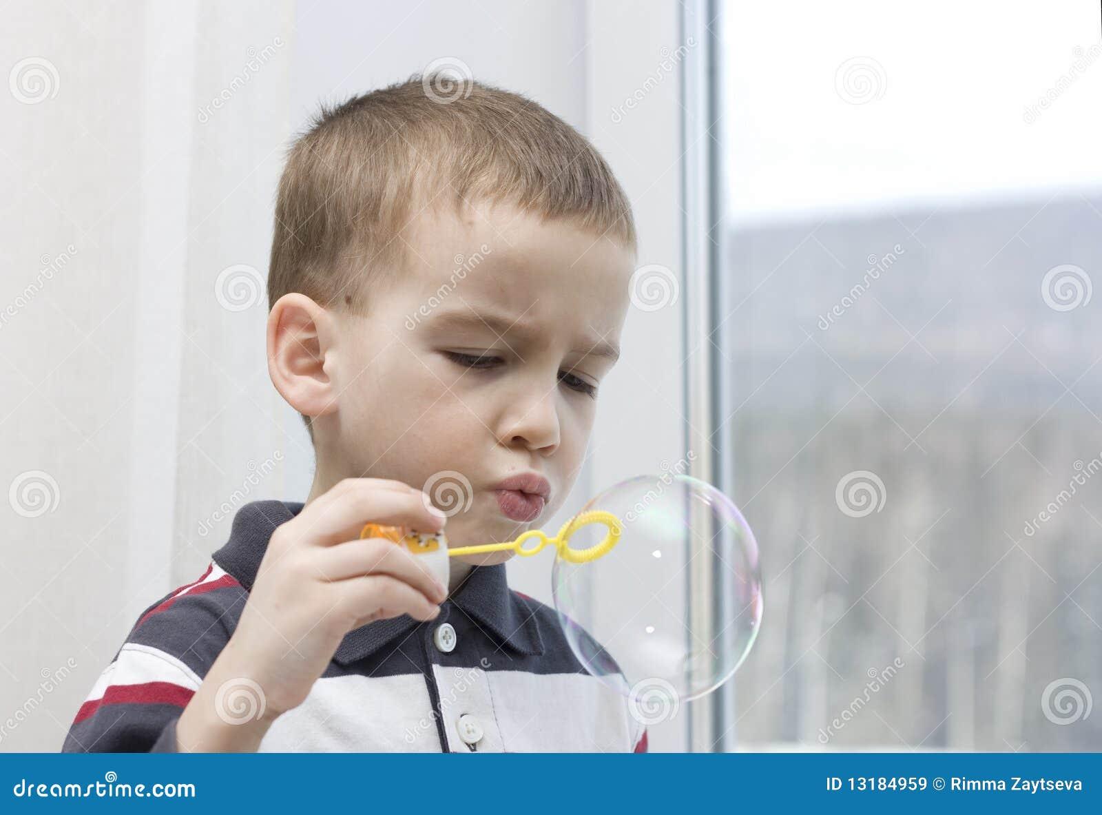 το φυσώντας αγόρι βράζει &sigma
