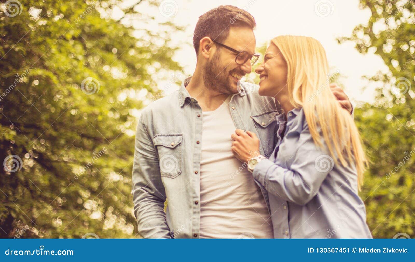 Θα πρέπει άλφα θηλυκό dating άλφα αρσενικό