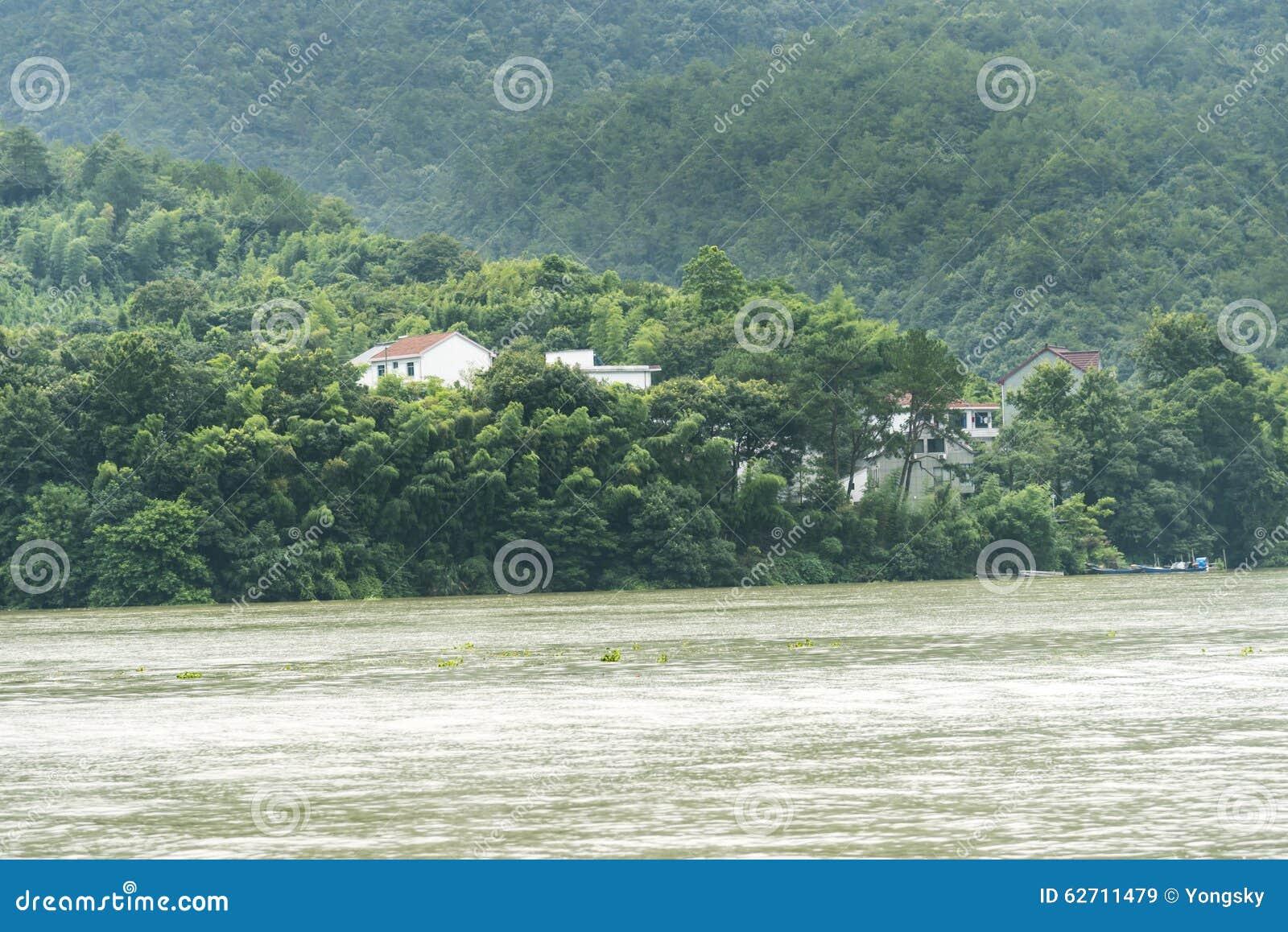 Το χωριό κατά μήκος του ποταμού Fuchun