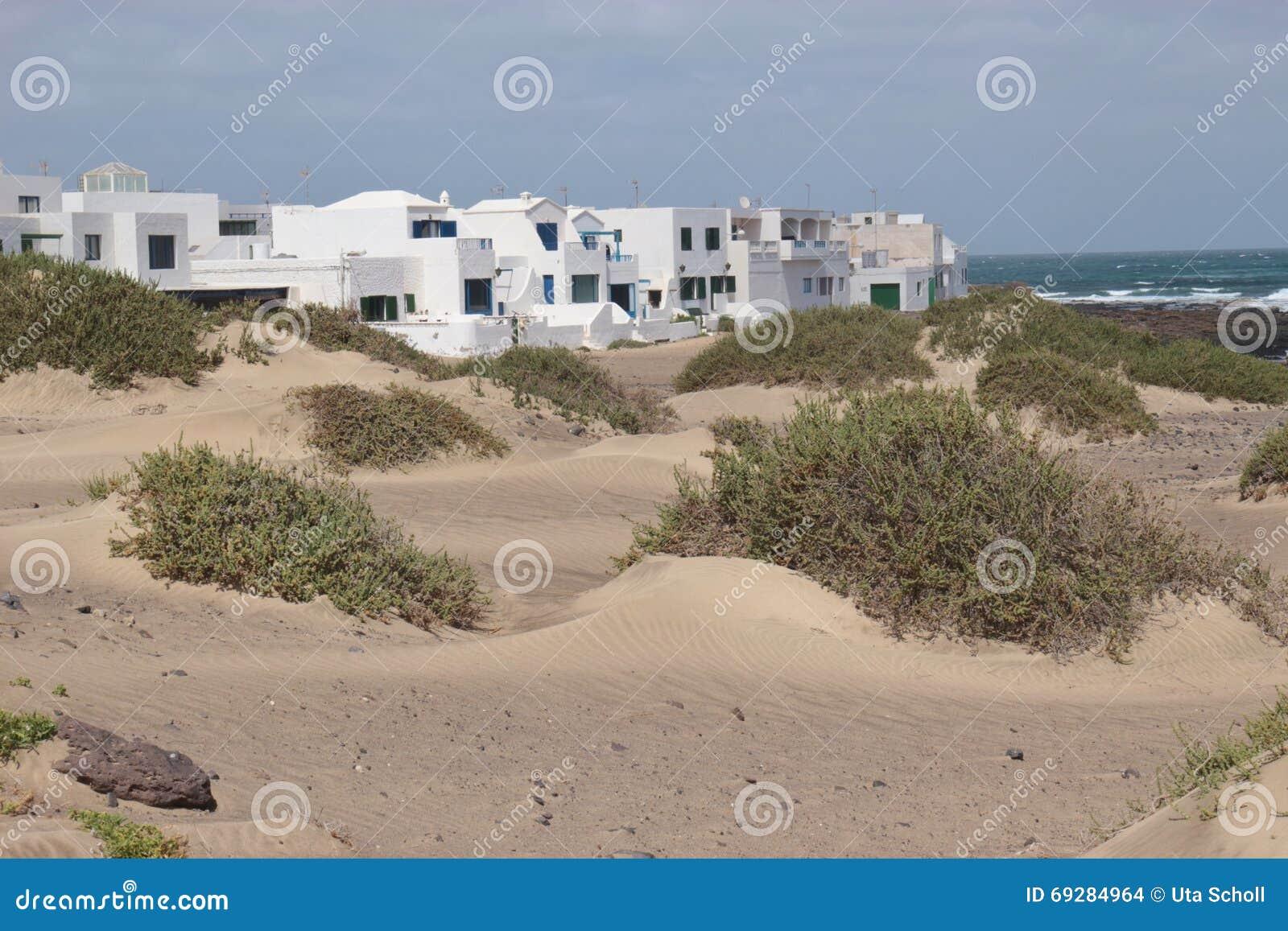 Το χωριό Caleta de Famara σε Lanzarote, Κανάρια νησιά, Ισπανία