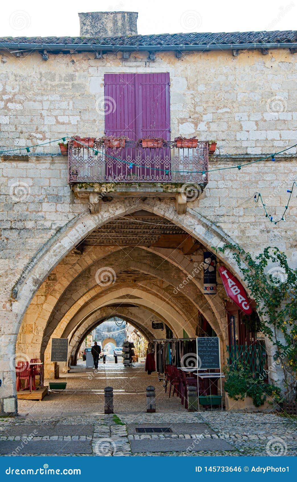 Το χωριό Monpazier, στη dordogne-Périgord περιοχή, Γαλλία Μεσαιωνικό χωριό με τα arcades και το χαρακτηριστικό τετράγωνο