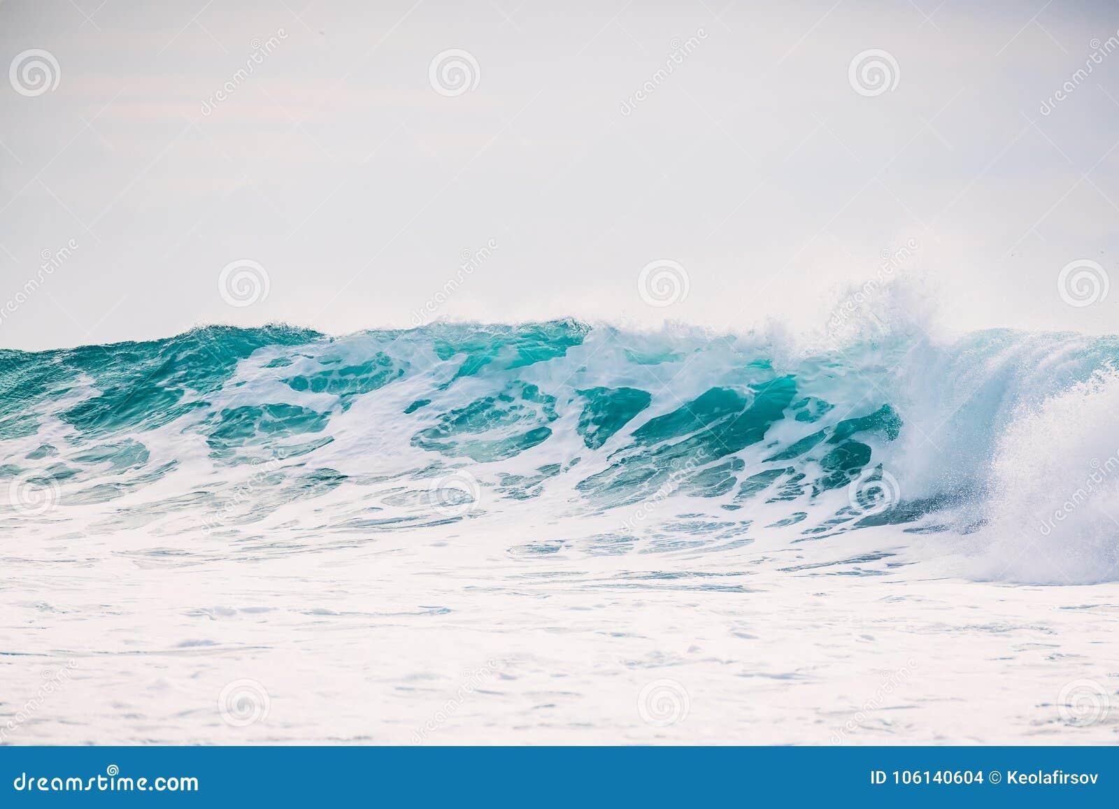 Το ωκεάνιο κύμα συντρίβει Κύμα κρυστάλλου στο Μπαλί