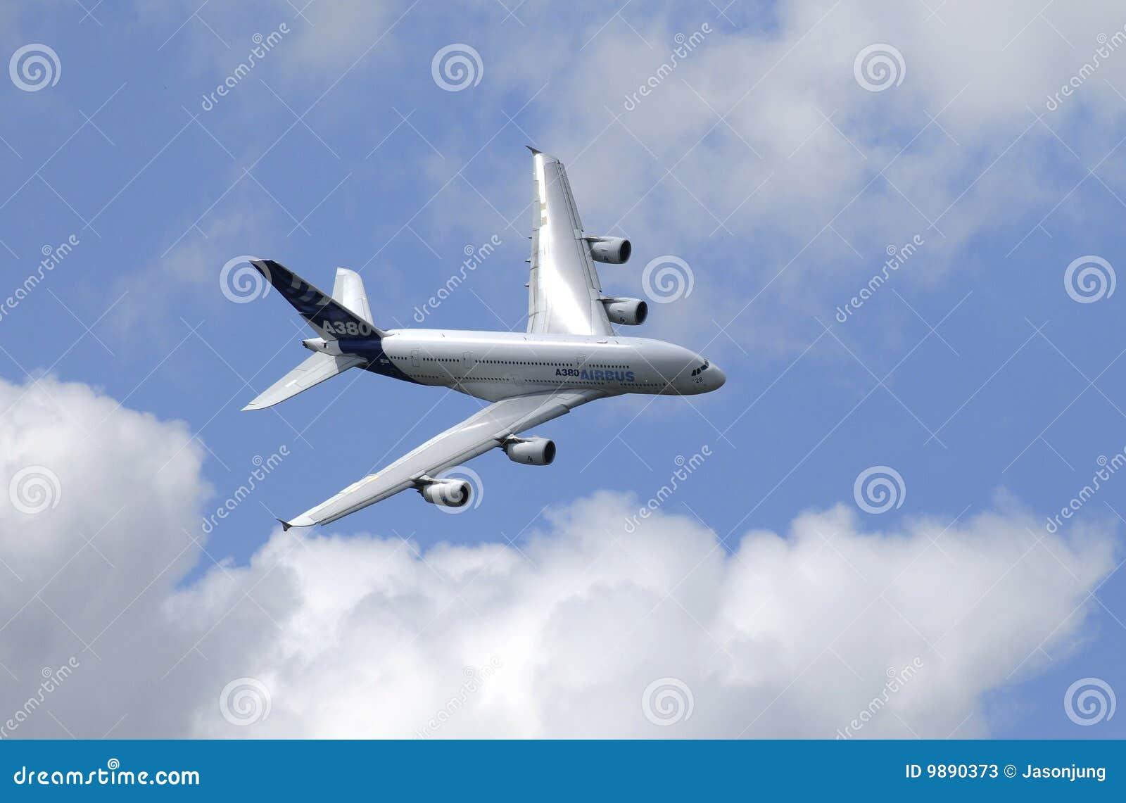 Το airbus 380 πτήση εμφανίζει ότι στον αέρα του Παρισιού εμφανίστε