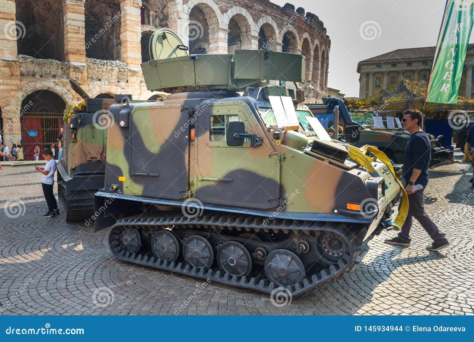Το Bandvagn 206 είναι ακολουθημένος αρθρωμένος, για όλα τα εδάφη μεταφορέας που αναπτύσσεται από Hagglunds στην ανοικτή στρατιωτι