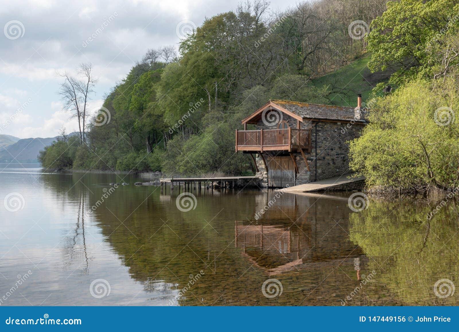 Το boathouse στη λίμνη Ullwater στην περιοχή λιμνών